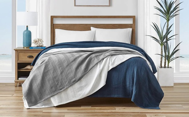 Up to 70% Off Blankets & Throws